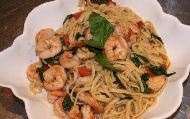 Linguine with Prawns, Fresh Tomatoes and Spinach