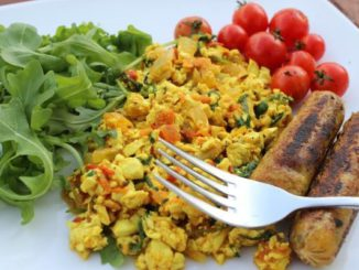 Scrambled tofu with rocket