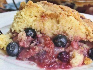 Warm Mixed Berry Crumb Cake
