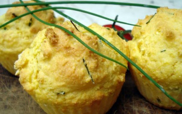 Savory corn and chives muffins