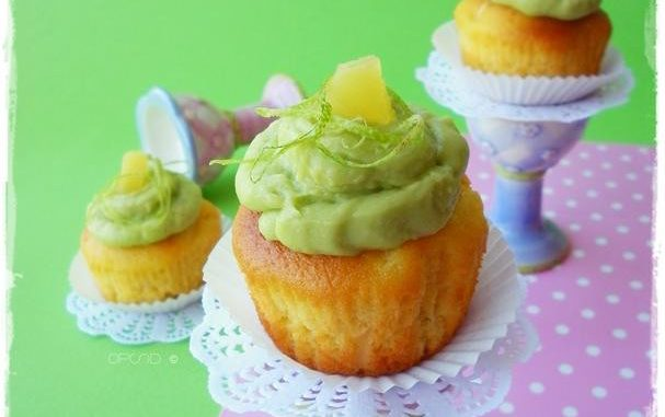 White chocolate cupcakes with pineapple