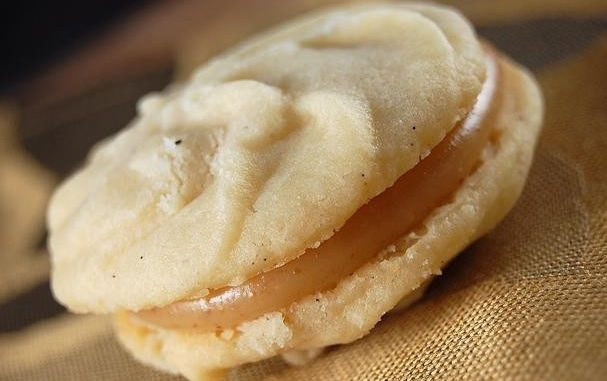Vanilla Bean Melting Moment Cookies With Caramel Filling