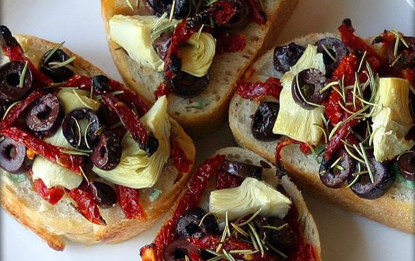 Artichoke, Kalamata, & Sun-Dried Tomato Mini-Pizzas With Garlic and Rosemary