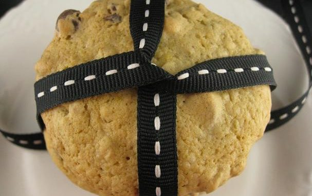Pistachio Milk Chocolate Chip Cookies